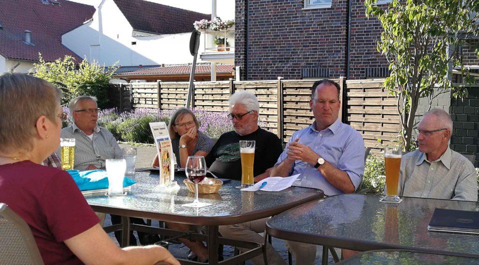 Stammtisch FttH für Preetz am 28.06.2018 im Bella Napoli mit dem Preetzer Bürgermeister Björn Demmin und vielen interessierten Bürgern. ©aadhoc-media • Thomas Rohwedder